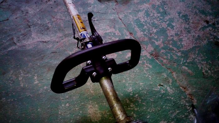 刈払機のUハンドルからループハンドルに交換